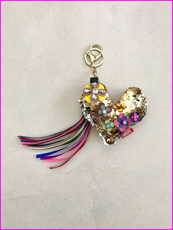 Charms cuore dorato in paillettes con frange multicolore.