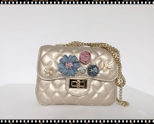 Mini Bag in ecopelle beige con fiori e tracolla dorata. ( 12x18x7 )
