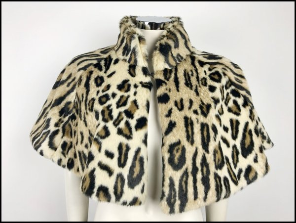 Mantellina Animalier style in ecopelliccia.